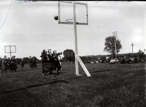 Women's basketball ca 1908