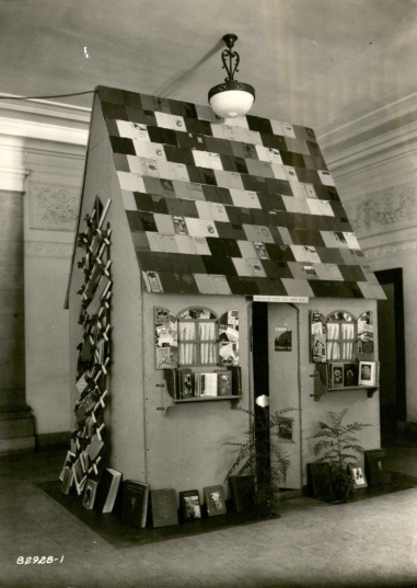 """This is the House That Books Built."" Library Display at the May 1928 VEISHEA. (University Photographs 22/12/G, box 1724)"