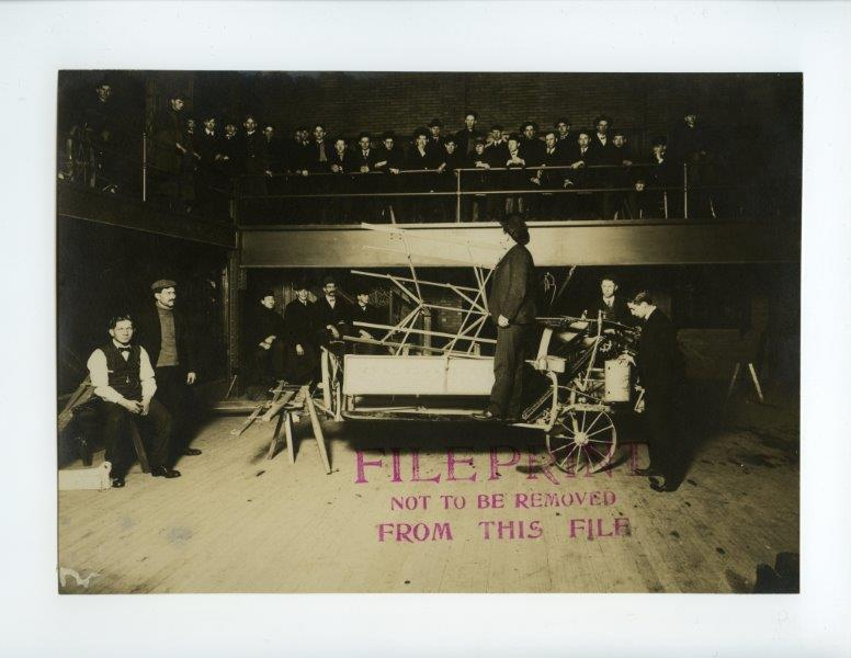 A professor teaches a class on a piece of machinery, 1906. University Photographs, RS 9/7/F.