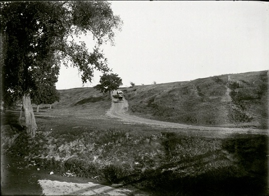 Stange Road, circa 1910. University Archives Photograph Collection, RS 4/8/J, box 326.