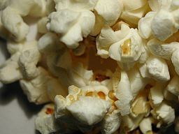 Popped popcorn. By Paolo Neo [Public domain], via Wikimedia Commons