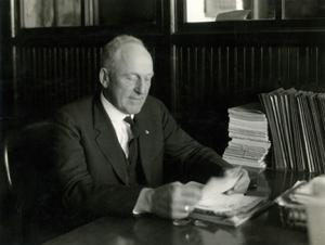 13-2-A_Beyer_in_office_reading_1925_b1020