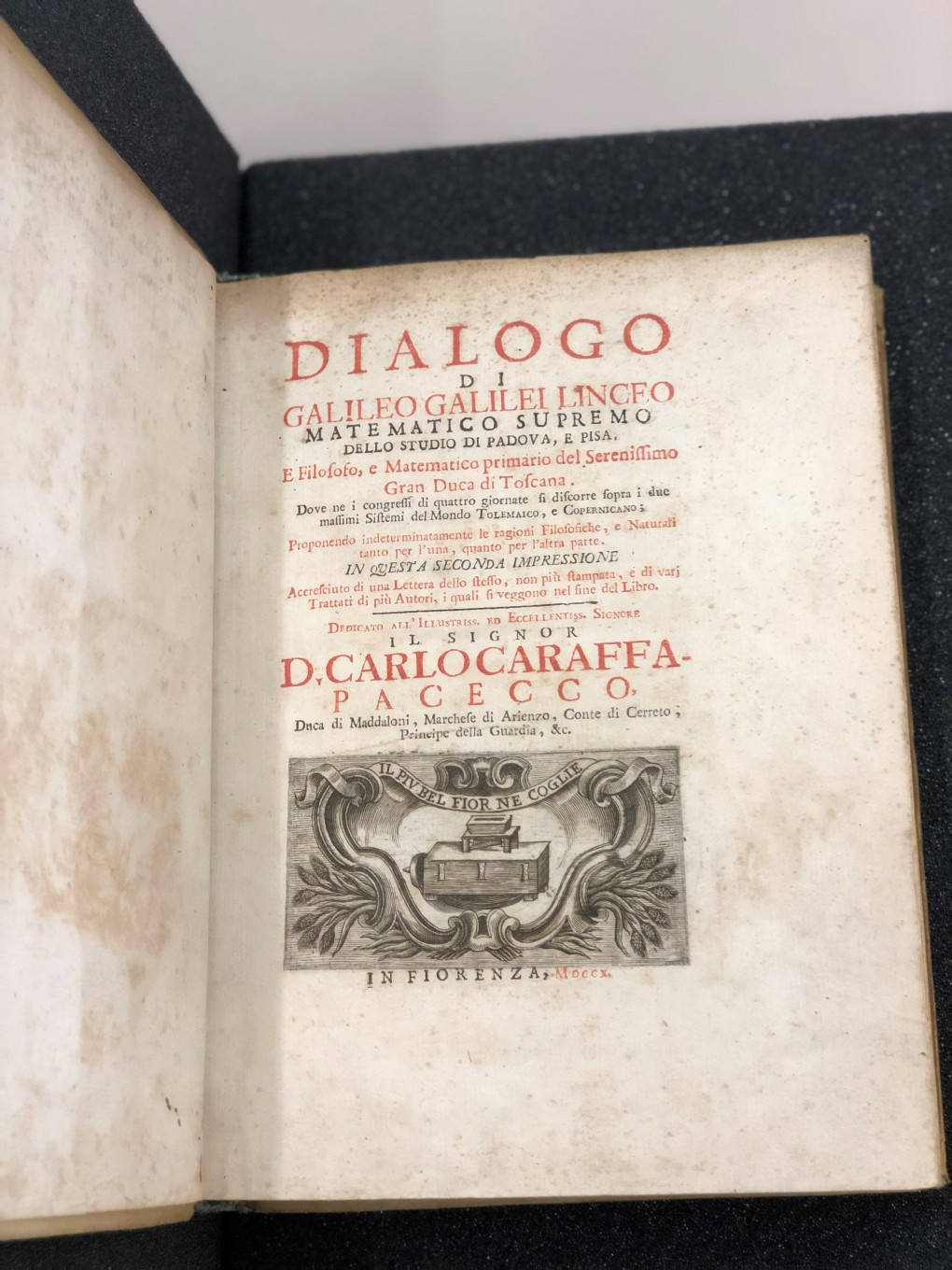 Title page of Galileo Galilei. Dialogo di Galileo Galilei (for full title see caption). Stains on pages due to age and illustration beneath title text.