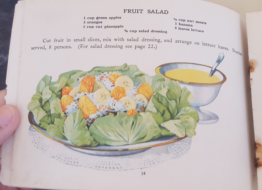 Fruit Salad Recipe. 1 cup green apples. 3 oranges. 1 cup pineapple. 1/2 cup nut meats. 1 bannana. 8 leaves lettuce. 3/4 cup salad dressing. Cut fruit in small slice, mix with salad dressing, and arrange on lettuce leaves. Number served, 8 persons. (For salad dressing see page 22).